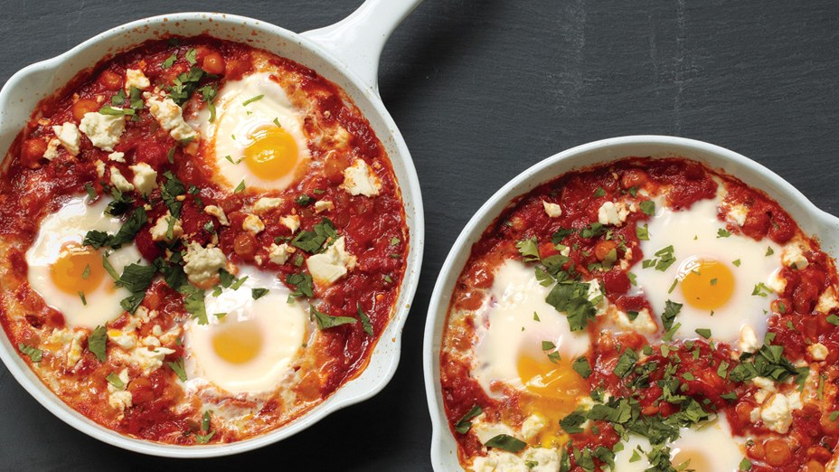 Poached Eggs in Tomato Sauce with Chickpeas